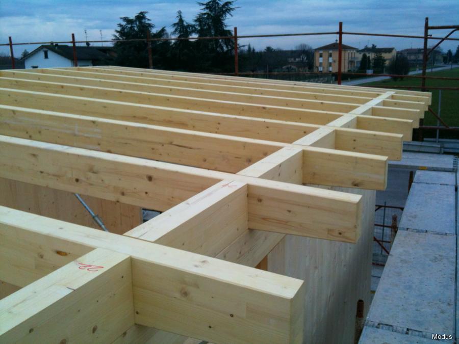 Case in legno blu campus - Alzare il tetto di casa ...